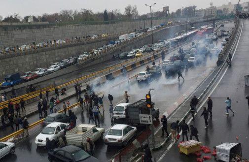 Proteste in Iran a causa dell'aumento del carburante