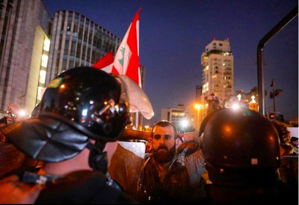 Immagine delle proteste in Libano dovute alla corruzione e crisi economica